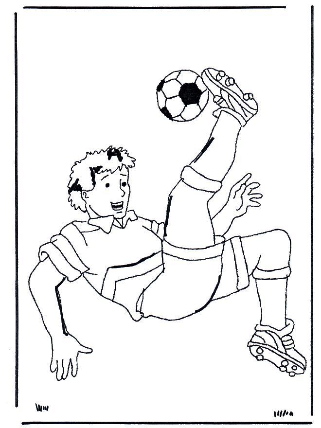 Футболист бьет мяч через себя Раскрашивать раскраски для мальчиков